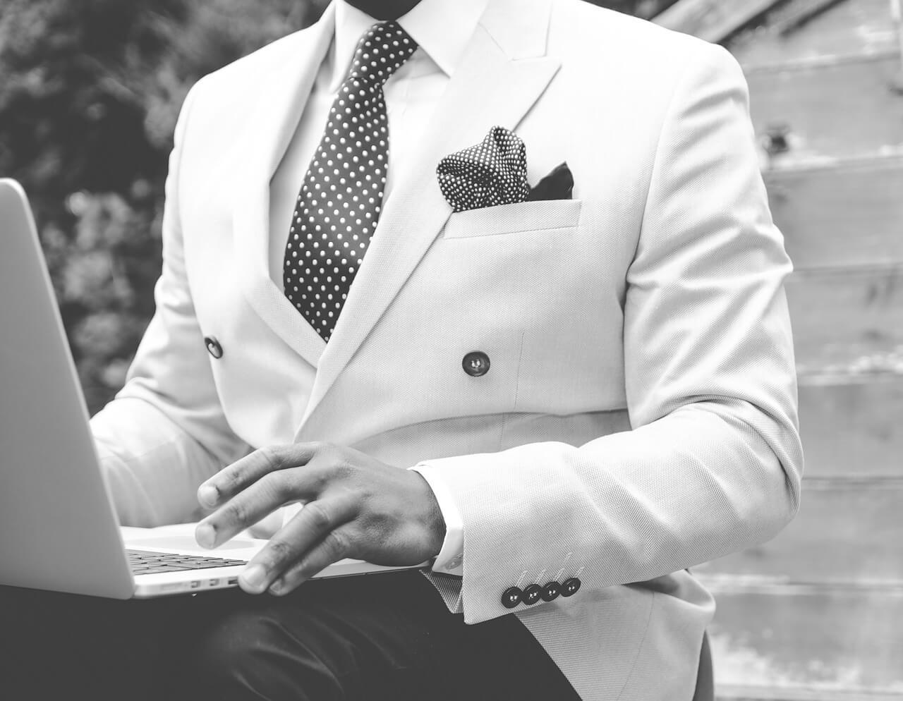Pro24_suit-869380_1280